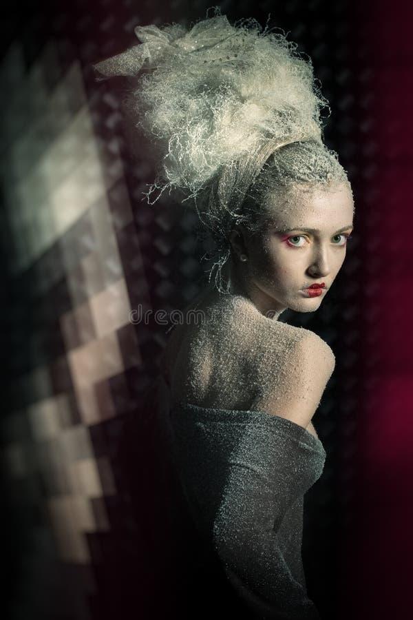sträng kvinna för stor hårsnow royaltyfri foto