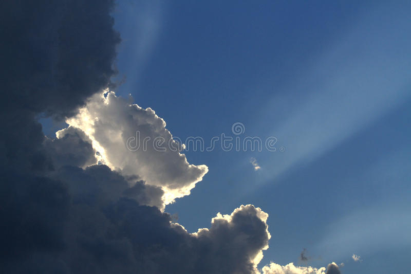 Strålar av solsken arkivfoton