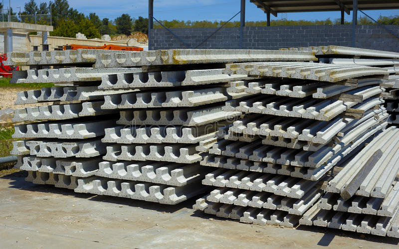 Strålar för förspänd betong för konstruktionsjobbplats royaltyfria bilder