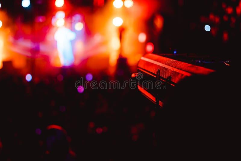 Strålkastare på en konsert arkivfoto