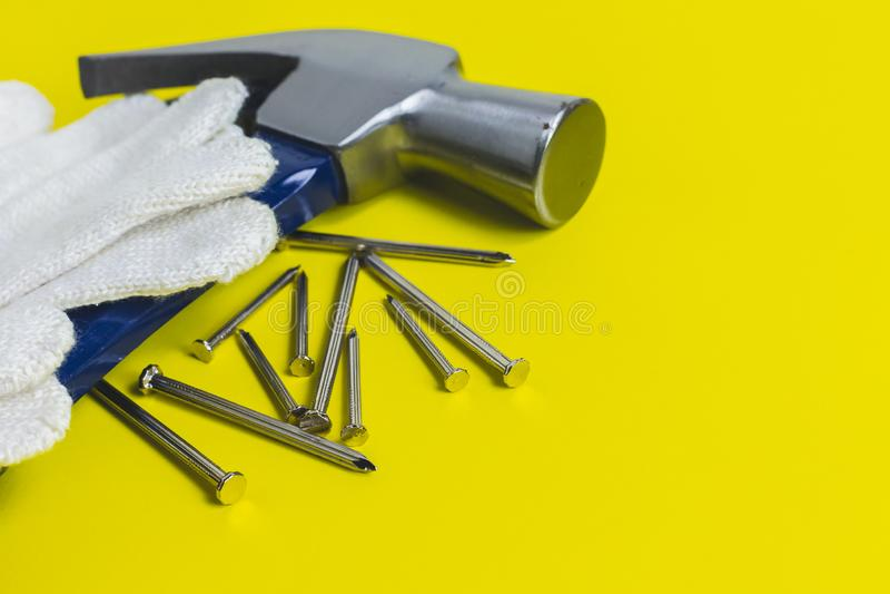 Strålningsklara verktyg Mot en gul bakgrund royaltyfria foton