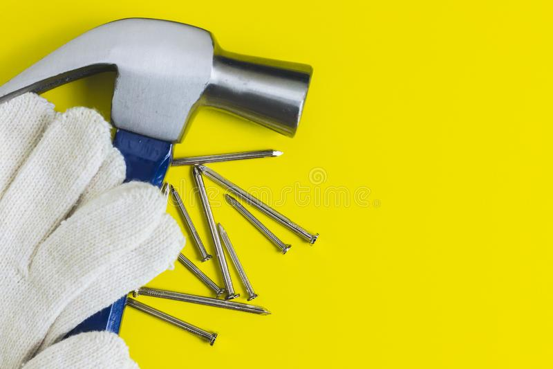 Strålningsklara verktyg Mot en gul bakgrund arkivfoto