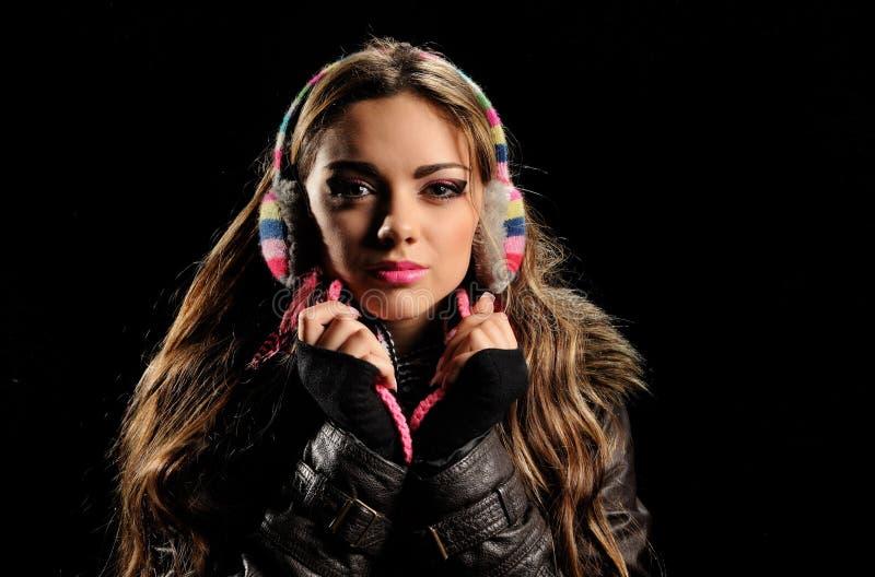 Strålningskort med vacker flicka i vinterörat royaltyfria foton