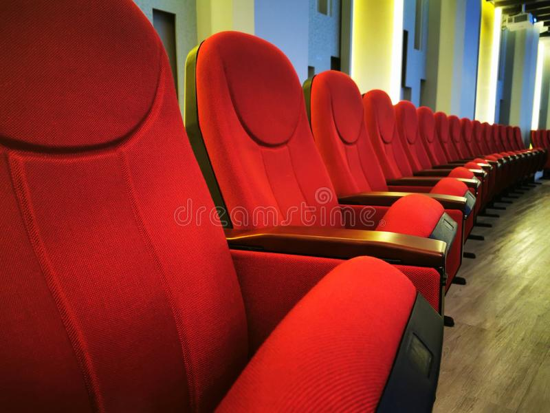 Strålningskurs för filmer på biografer eller teatrar royaltyfria bilder