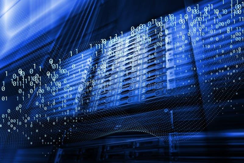 Ström för Digital matriskod Abstrakta bildljussp?r visualization av en hacker anfaller p? informationsdataserveren royaltyfri fotografi