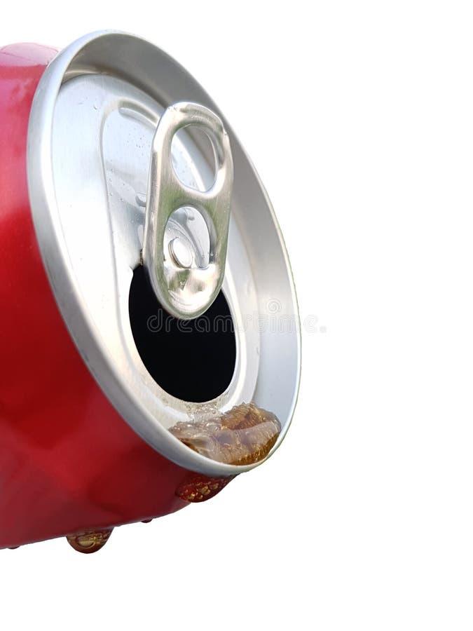 Strömende alkoholfreie Getränke können herein lokalisiert auf weißem Hintergrund stockfotos