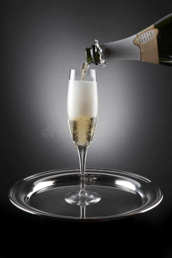 Strömende Champagne stockfotografie