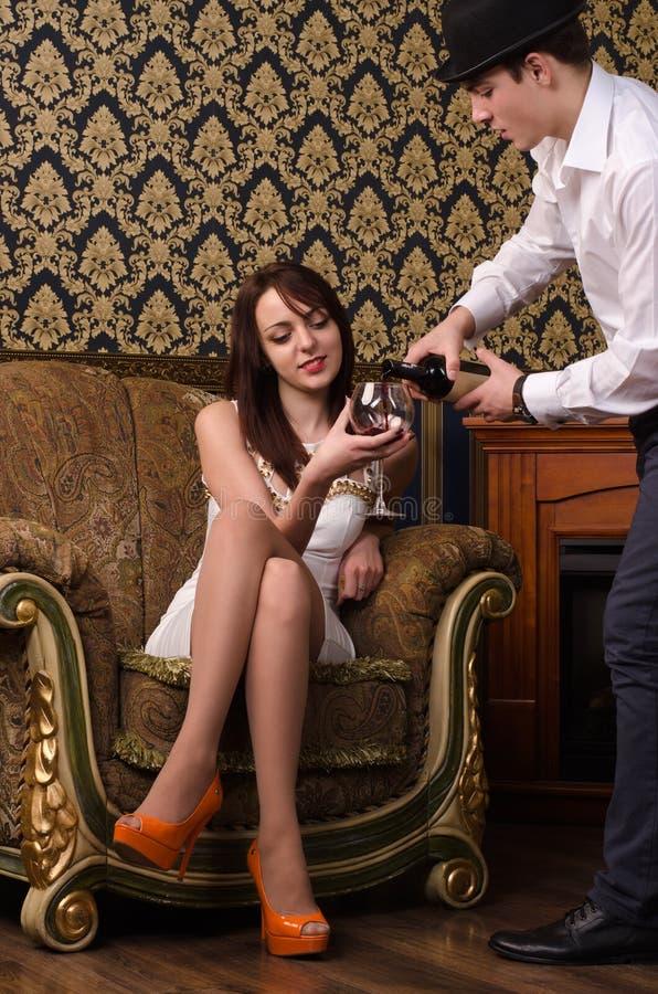 Strömender Wein lizenzfreie stockbilder