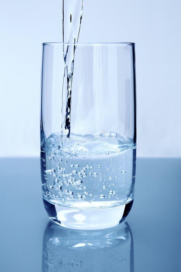 Strömendes Wasser lizenzfreie stockfotos