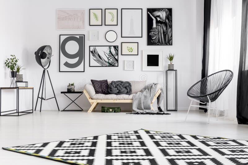 strömförande modern lokal för interior arkivfoton