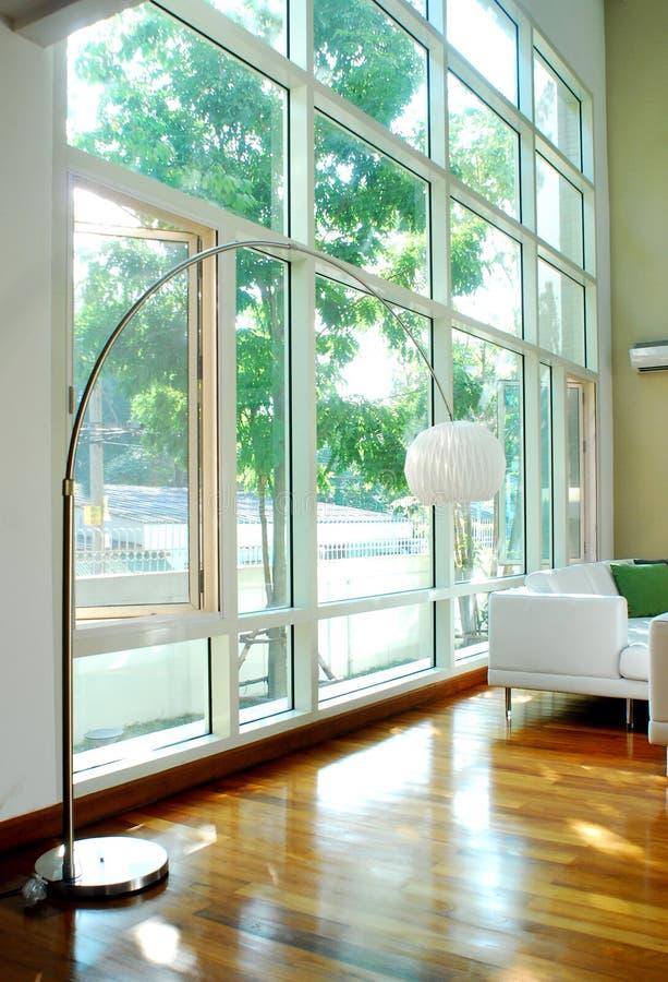 strömförande modern lokal för interior royaltyfria foton