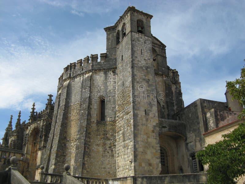 Strömförsörjningskyrkan av kloster av Tomar konstruerade vid riddarna Templar i Portugal royaltyfri foto