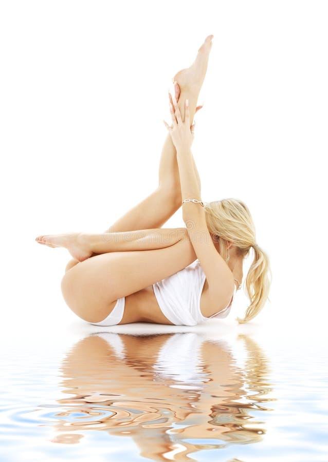 str blondynkę bielizny biały nadaje się zdjęcie stock