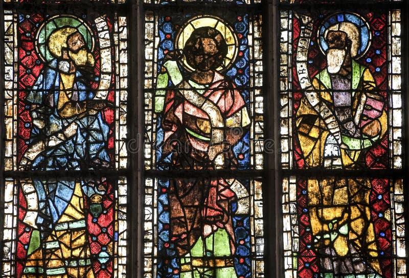 Straßburg - die gotische Kathedrale, Buntglas stockbild
