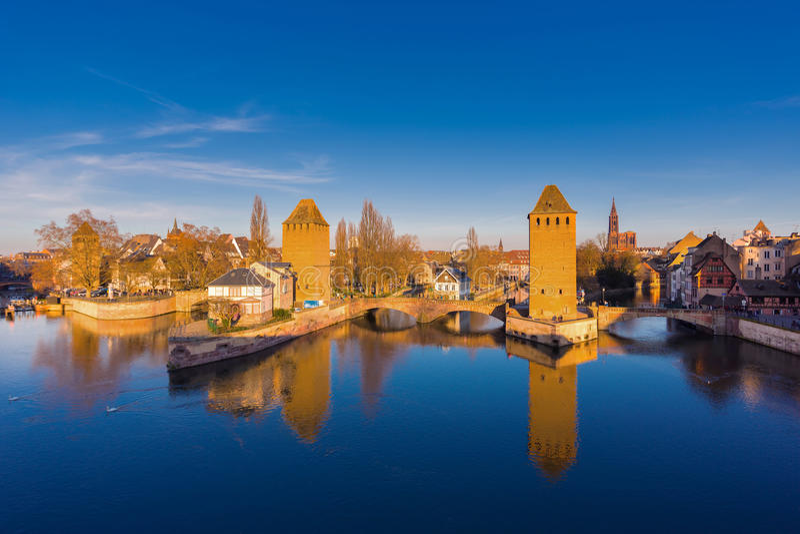 Straßburg, mittelalterliche Brücke Ponts Couverts Elsass, Frankreich stockfotos