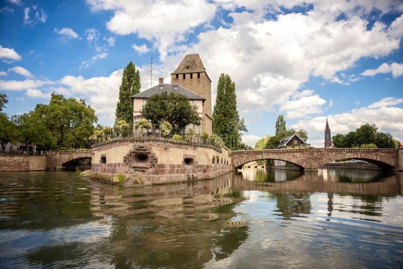 Straßburg, mittelalterliche Brücke Ponts Couverts im touristischer Bereich ` Petite France -` Elsass, Frankreich stockfotos