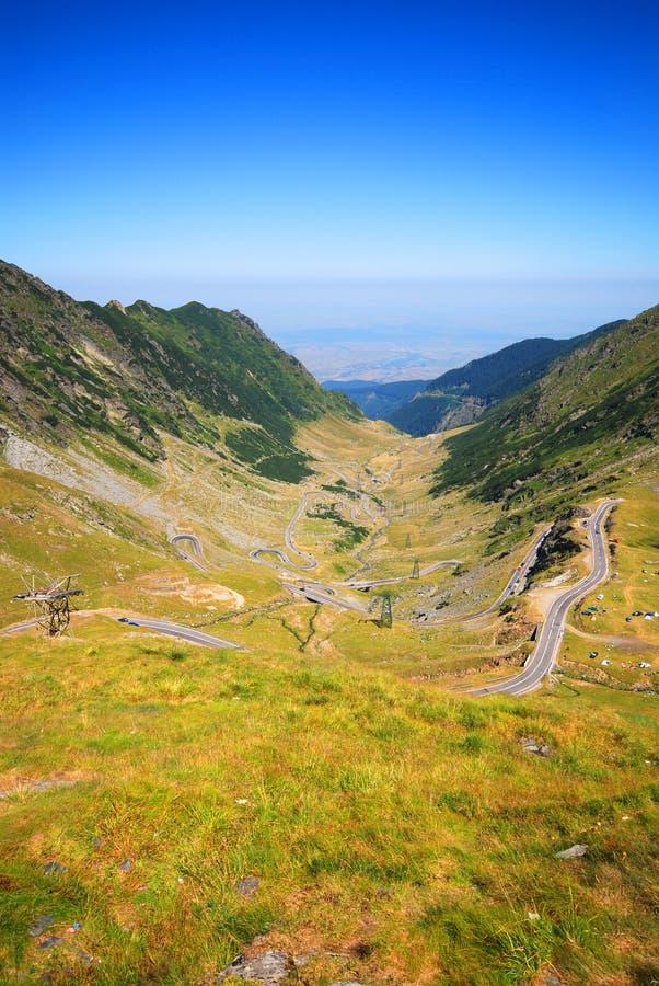 Straße über Fagaras Bergen stockfotografie