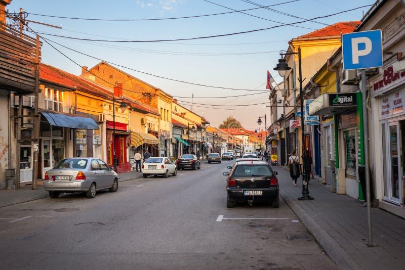 Straße Altstadt Negotion in Serbien bei Sonnenuntergang lizenzfreies stockbild