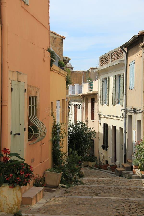 Straße in Arles stockfotos