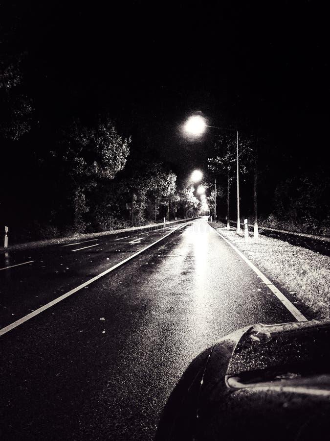 Straße bis zum Nacht stockfoto