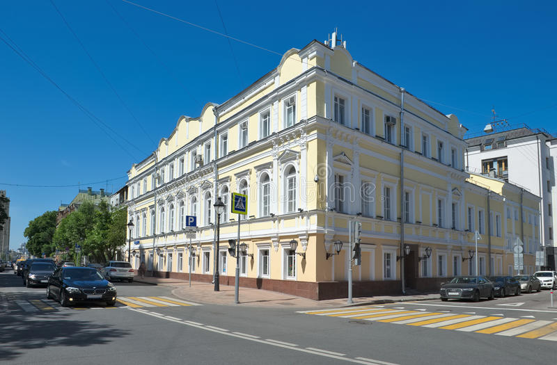 Straße Bolshaya Nikitskaya in Moskau stockbilder