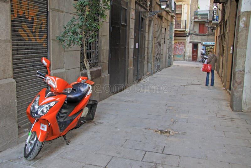 Straße in Ciutat Vella (alte Stadt) in Barcelona lizenzfreie stockbilder