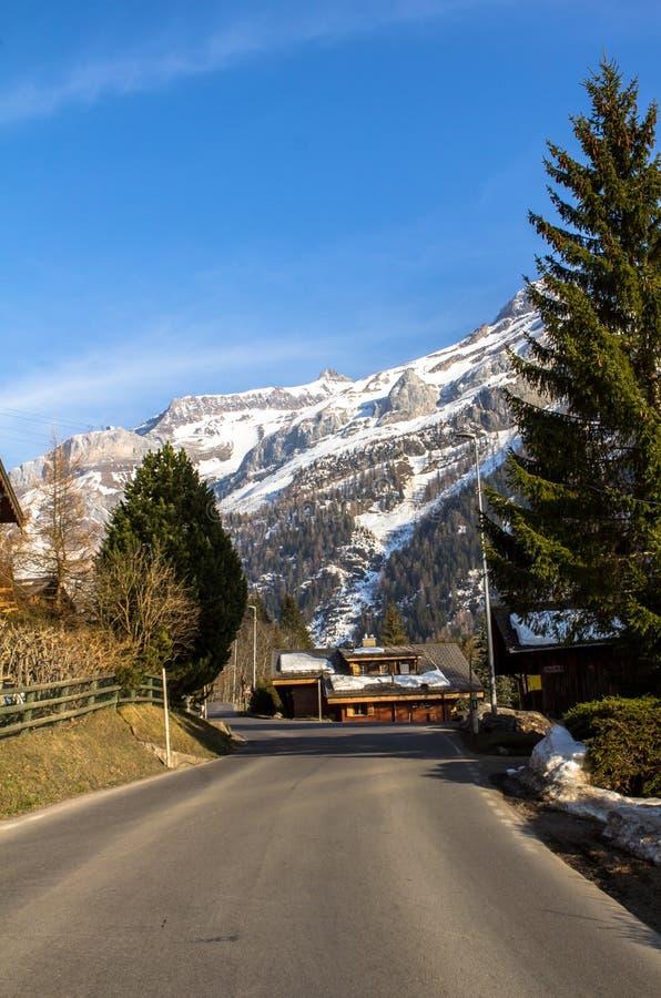 Straße in den Alpen lizenzfreie stockfotos