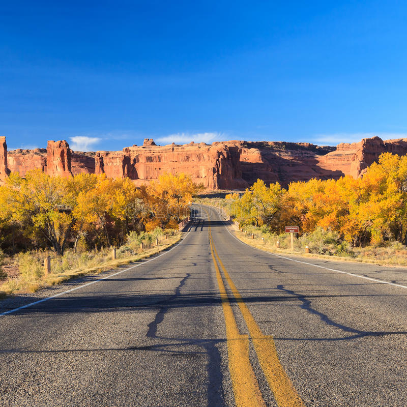 Straße in den Bögen Nationalpark, Utah stockfoto