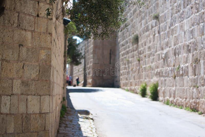 Straße in der alten Stadt von Jeruslaem lizenzfreie stockfotos