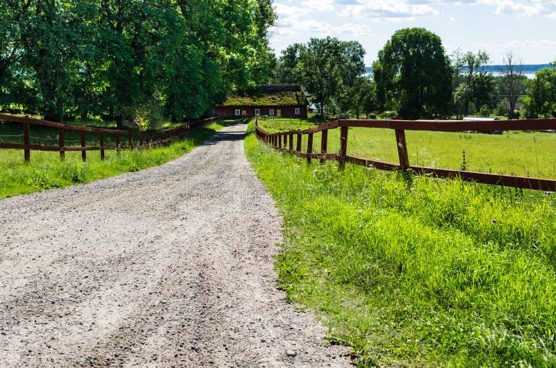 Straße in der Landschaft lizenzfreie stockfotografie