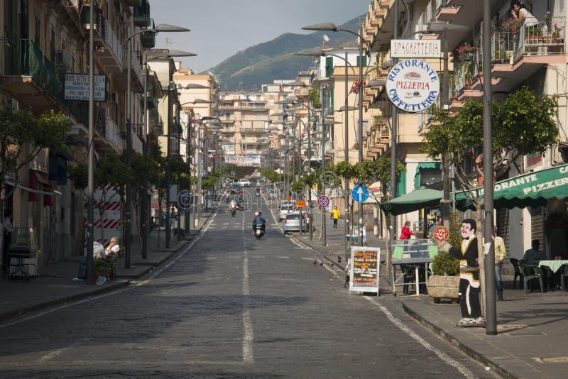 Straße in der Mitte von Ercolano lizenzfreie stockfotografie