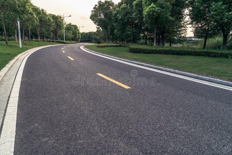 Straße in der Stadt, Autowerbungs-Hintergrundkarte lizenzfreie stockfotos