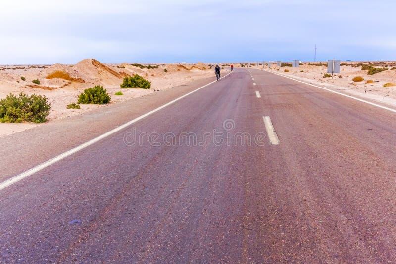 Straße in der Wüste in Ägypten stockfoto