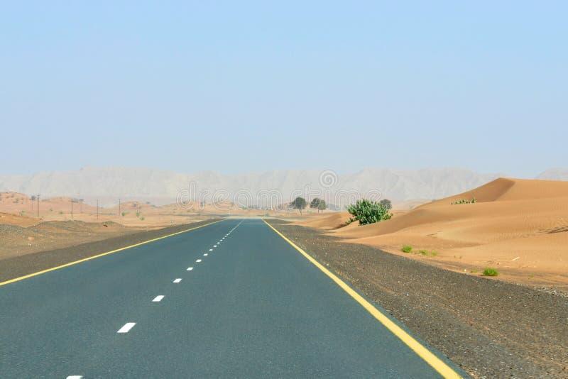 Straße in der Wüste lizenzfreie stockfotos