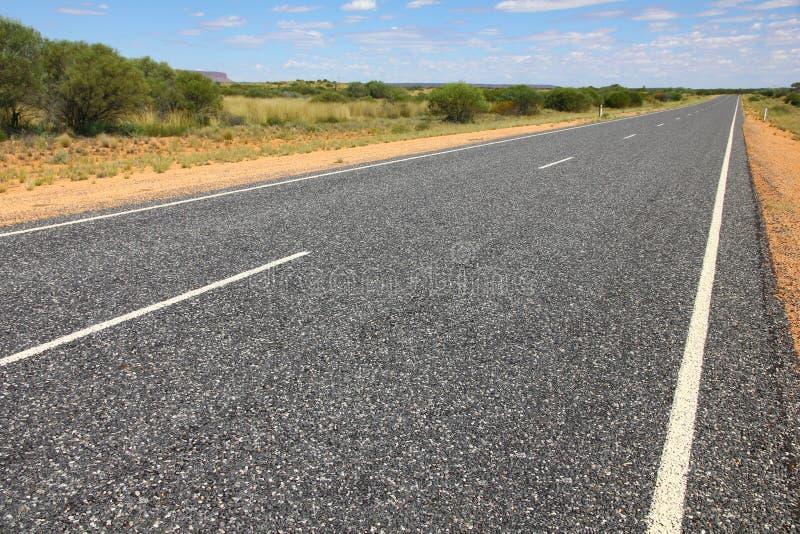 Download Straße in der Wüste stockbild. Bild von australisch, straße - 26364975