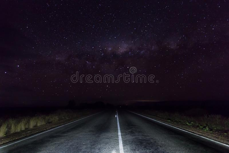 Straße des offenen Landes in Clare Valley, Süd-Australien mit den Sternen lizenzfreie stockbilder