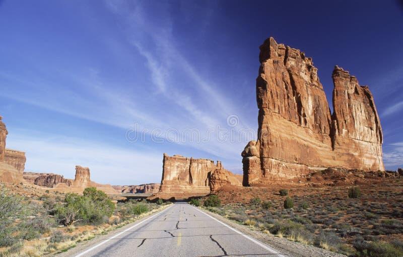 Straße durch Bogen-Nationalpark stockfoto