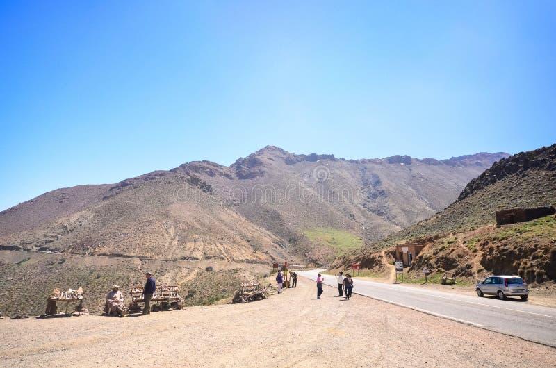 Straße durch die Atlas-Berge in Marokko stockfoto