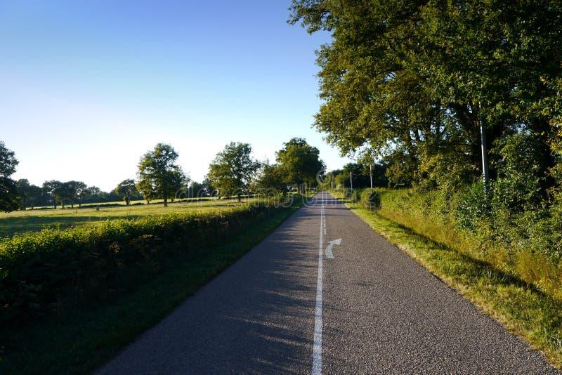 Download Straße Durch Französische Landschaft Stockfoto - Bild von grün, ruhig: 26361542