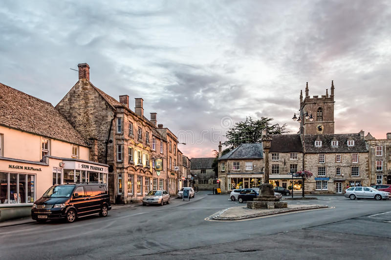 Straße im Dorf von Broadway stockfotos