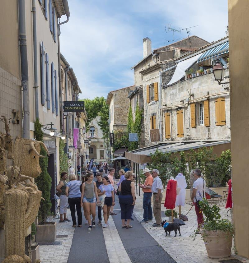 Straße im historischen Stadtzentrum von St. Remy de Provence lizenzfreie stockfotografie