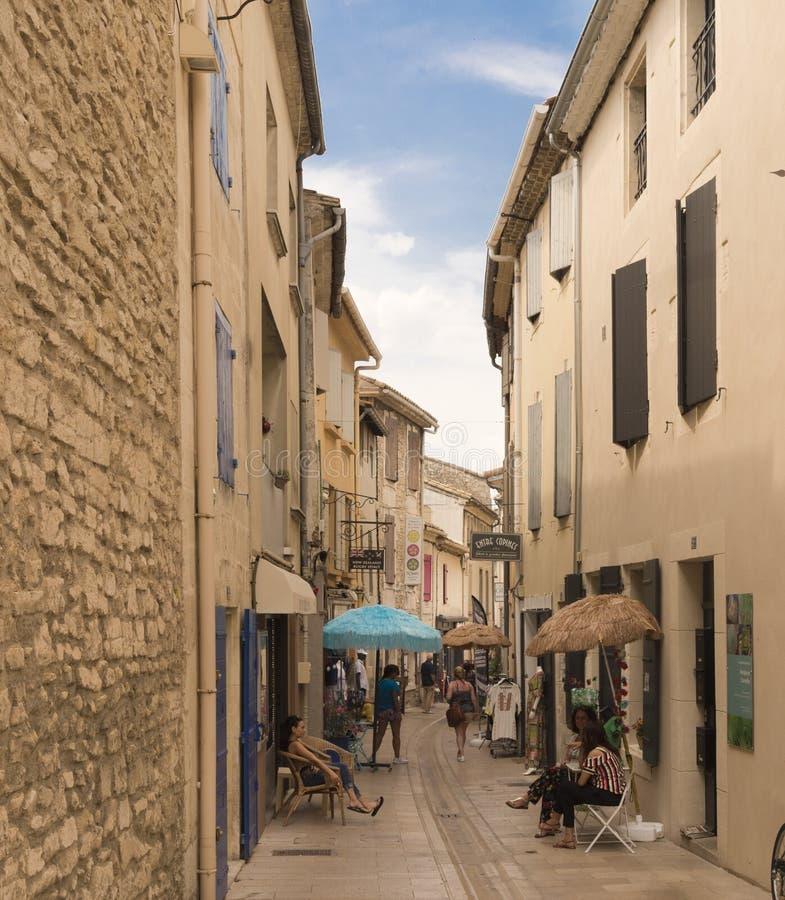 Straße im historischen Stadtzentrum von St. Remy de Provence stockfoto