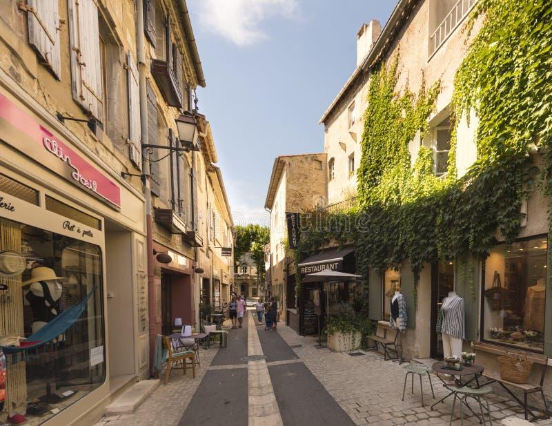 Straße im historischen Stadtzentrum von St. Remy de Provence lizenzfreies stockfoto