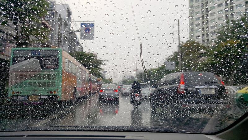 Straße im starken Regen stockfoto
