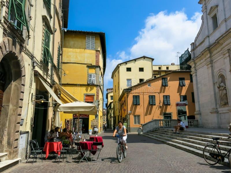 Straße in Lucca, Italien stockbild