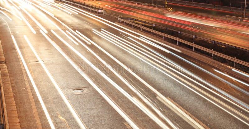 Download Straße nachts stockfoto. Bild von zwei, zeilen, fahrstraße - 12201788
