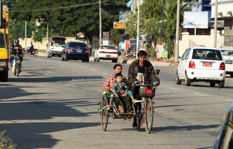 Straße in Naypyitaw, Myanmar lizenzfreie stockfotografie