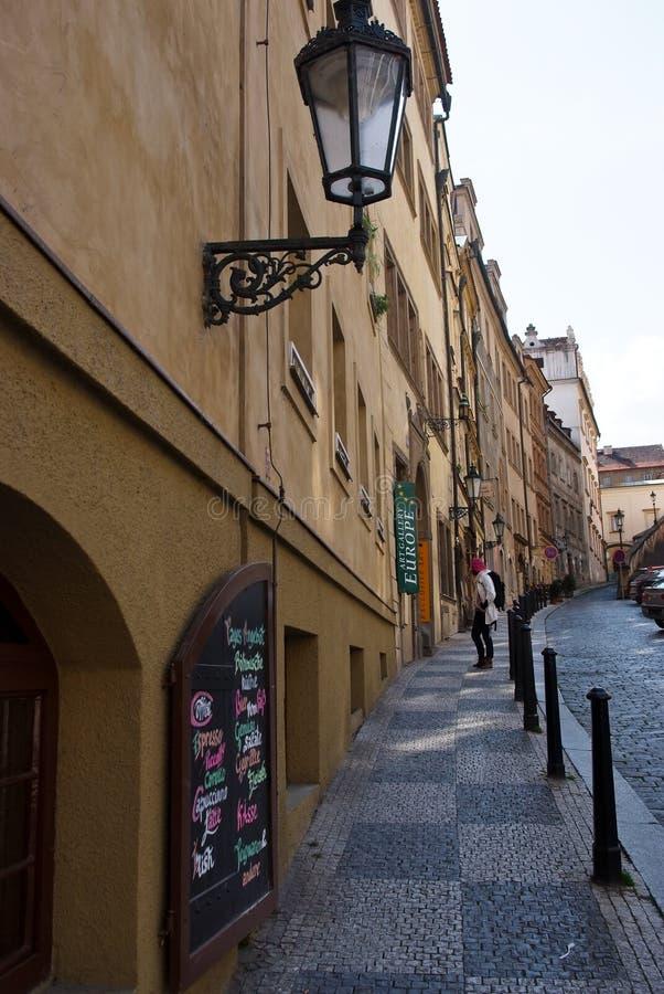 Straße in Prag Czechia lizenzfreies stockfoto
