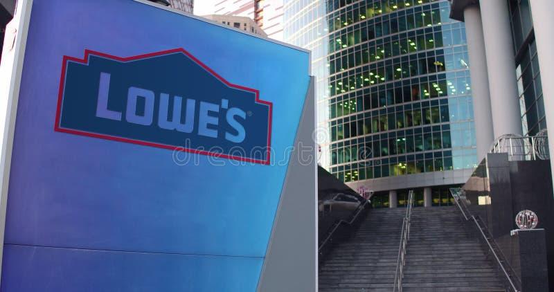 Straße Signagebrett mit Lowe-` s Logo Moderner Büromittewolkenkratzer und Treppenhintergrund Redaktionelle Wiedergabe 3D stock abbildung