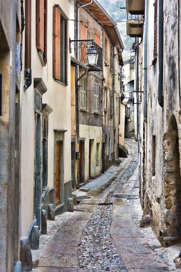 Download Straße in Tende stockbild. Bild von gebäude, grenzstein - 9078647